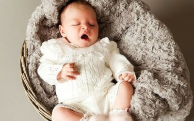 NEW BORN PHOTOGRAPHY WITH BABY ELEGANCE